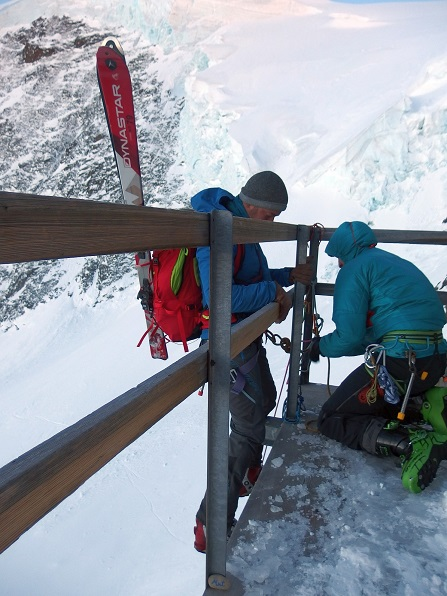 """Mut"" in luftiger Höhe, Berglihütte, Schweiz"