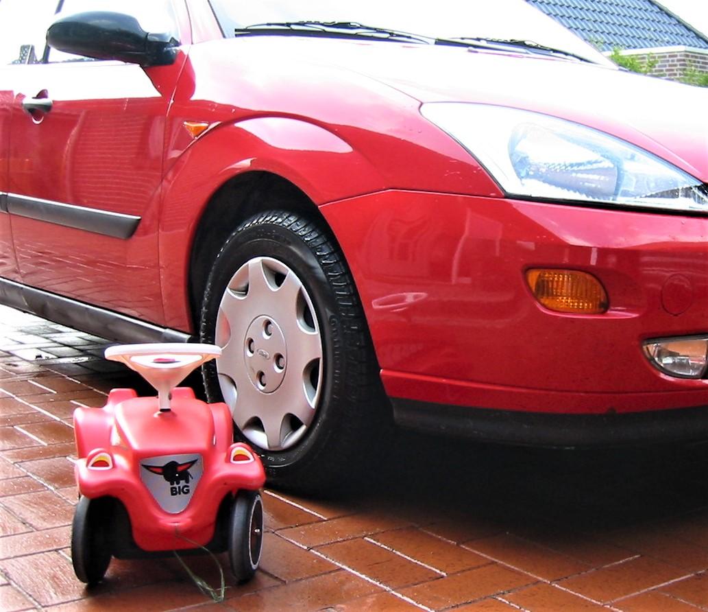 Rote Autos mit Bobycar